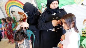 Suriyeli mülteci kızlara saç bakımı