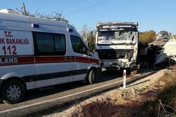 Mültecileri taşıyan minibüs kaza yaptı: 11 ölü 9 yaralı