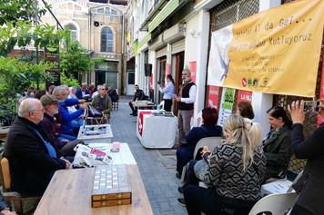 Mülteci ve Türkiyeli şairler İzmir'deki Şiir Günü'nde buluştu