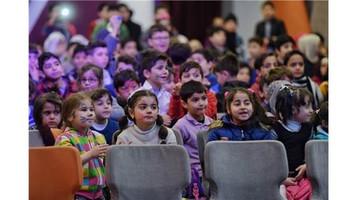 Beyoğlu'ndaki Suriyeli mülteci çocukların yüzü Sosyal Market'le güldü