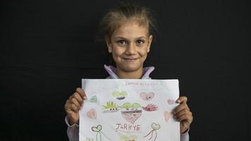 Syrian refugee children paint their love for Turkey