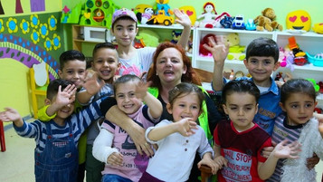 Irishwoman settles in Turkey to bring smiles to refugees