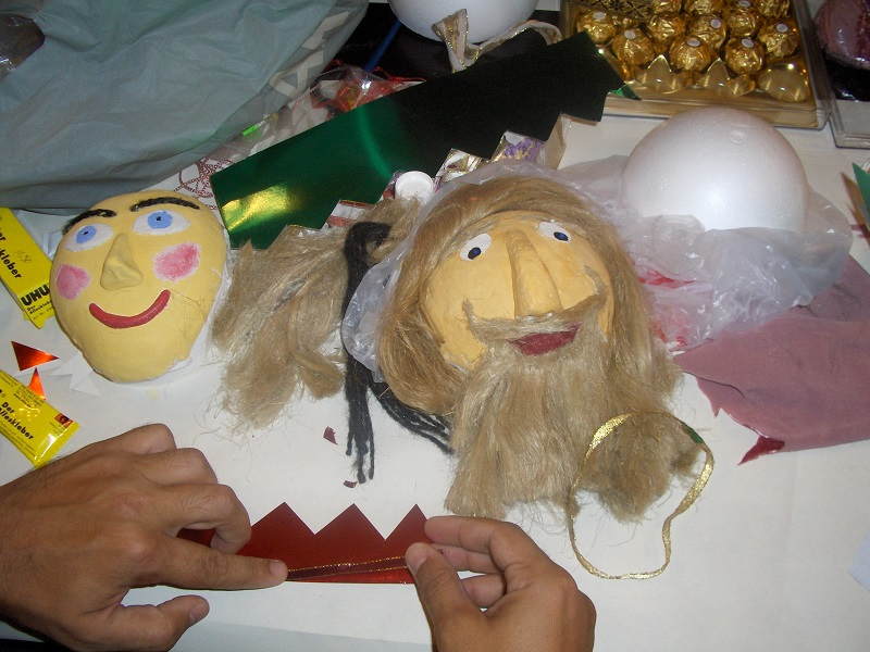 Making puppets: 11