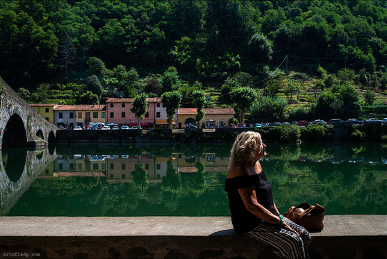 a photographer in Tuscany
