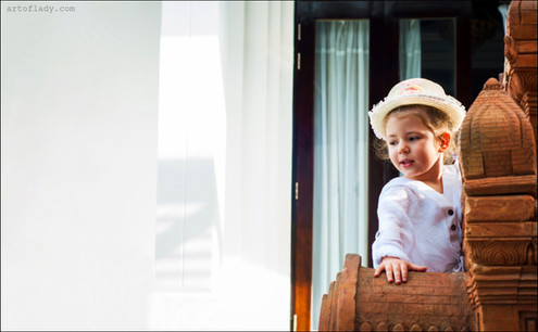 family photographer in Florence, Italy, children photo shoot on Tuscany