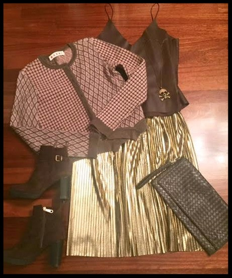 Gold pleated skirt @drinks