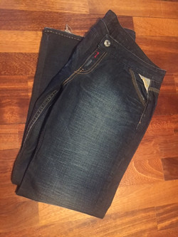 23a. Jeans