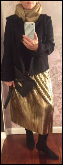Off duty & gold pleated skirt