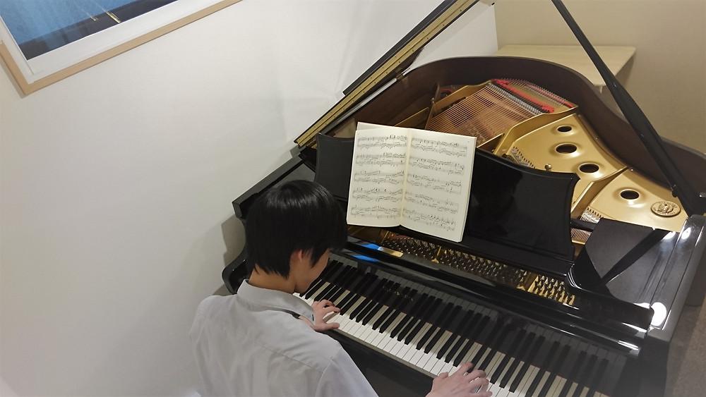 講師ピアノ演奏