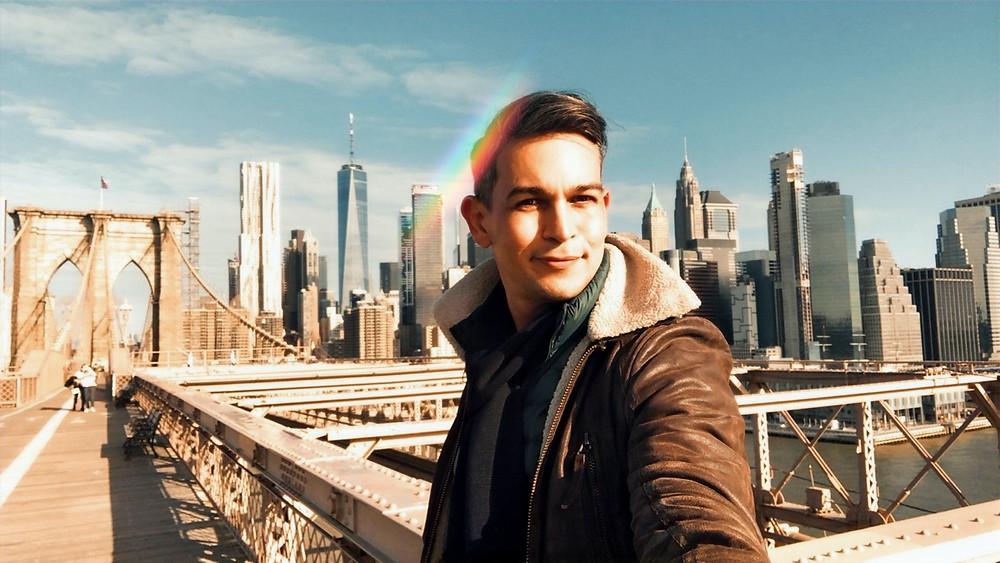 Leandro, the blog author takes a selfie on Brooklyn bridge