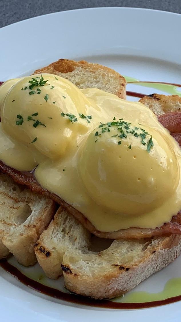 Eggs Benne
