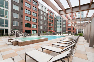 poolside_apartments_in_weehawken_nj