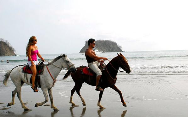 travelguide_samaranosara_horseback.jpg