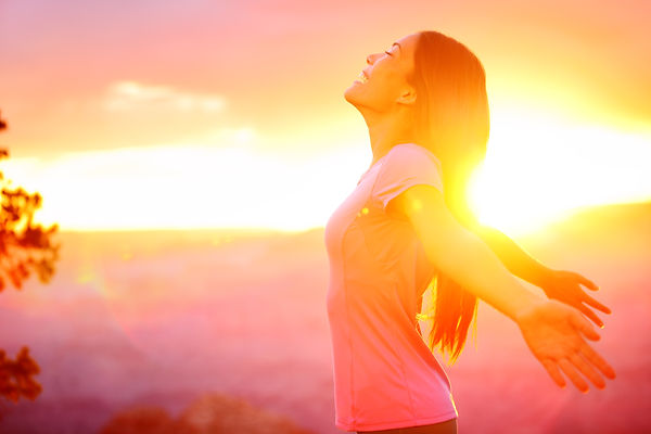 Smiling girl spreading her arms with sun in background. Represents teen substance abuse counseling katy, tx. Also represents counselor for teen depression in katy, tx and houston, tx.