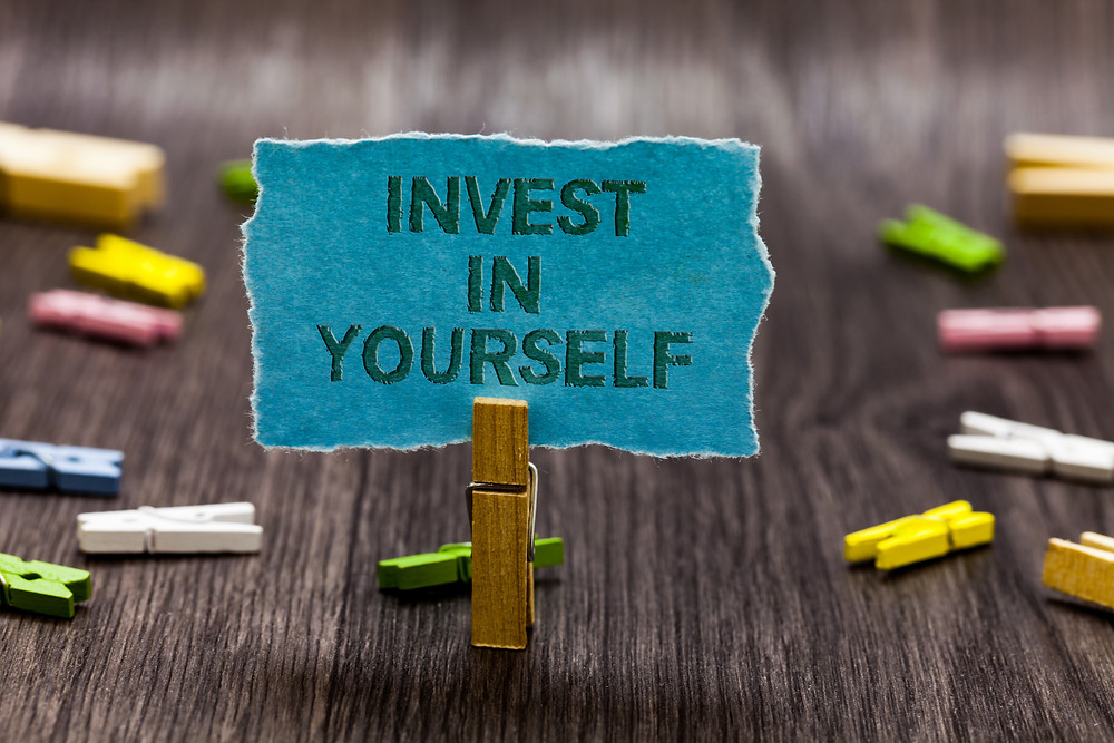 Sign saying invest in yourself. Represents the need for neurofeedback in katy texas and therapist for teen depression. Also represents the need for neurofeedback for depression katy, tx 77494.