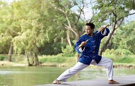 L'homme en bleu Pratiquer Kung Fu