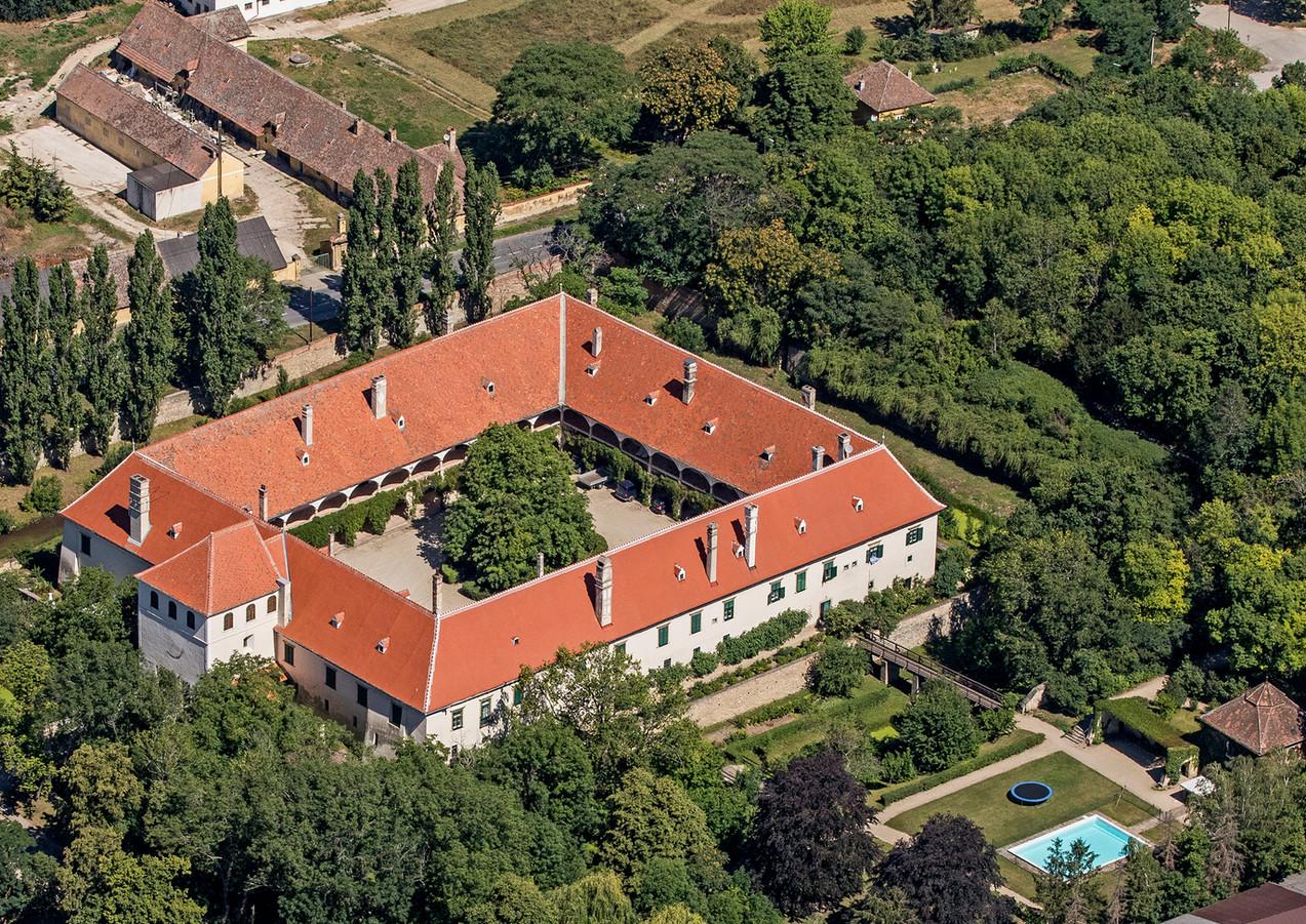 SchlossGuntersdorf_Vogelperspektive2.jpg