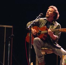 """Eddie Vedder: filme """"Flag Day"""" apresentará músicas inéditas e cover do R.E.M"""