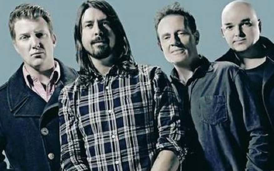 Them Crooked Vultures, Foo Fighters