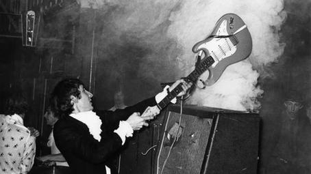 "The Who: ""depois de quebrá-la, era só colar o corpo da guitarra para usar novamente"""