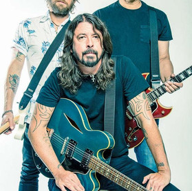 Foo Fighters: entrevista do site Guitar.com com os 03 guitarristas da banda