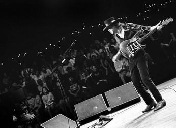 Stevie Ray Vaughan: revista Rolling Stone libera dois vídeos memoráveis