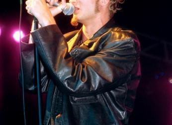 Alice in Chains: quando Layne Staley bateu num skinhead nazista durante show em 1993