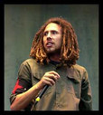 Rage Against The Machine: relembrando quando Zack de la Rocha saiu da banda em 2000