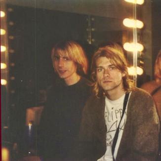 """Mudhoney: """"quando saía com Kurt Cobain, ele era uma pessoa engraçada e não um cara deprimido"""""""