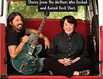 """Dave Grohl: o livro """"From Cradle to Stage"""" irá se tornar num documentário de 06 partes"""