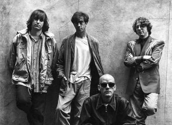 """R.E.M: a história de raízes trágicas por trás da música de sucesso """"Shiny Happy People"""""""