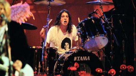 """Dave Grohl: """"foi uma honra e prazer incrível tocar bateria no Nirvana"""""""