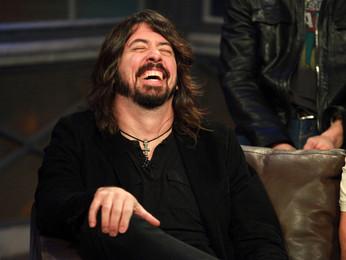 """Dave Grohl: """"o disco 'Medicine at Midnight' é para as pessoas dançarem na cozinha com vinho"""""""