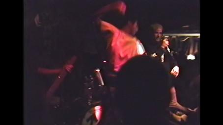 Scream: Dave Grohl tinha se apresentando em público na bateria em agosto de 1994