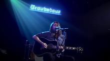 """Dave Grohl: apresentando versão simplificada da canção """"Times Like These"""""""