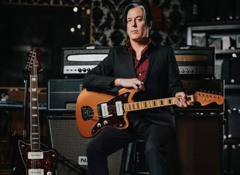 Queens of The Stone Age: guitarrista fala sobre Jazzmasters, Iggy Pop e se virá um novo álbum