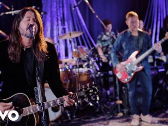"""Foo Fighters: confira nova apresentação da canção """"Waiting on a War"""" na TV americana"""