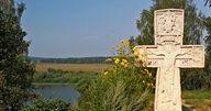 Крест памятник на могиле