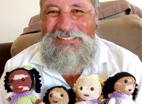 Amazing Grandfather Knits Dolls to Restore the Confidence of Children Suffering from Vitiligo