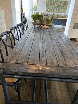 שולחן ברזל בשילוב עץ תעשייתי