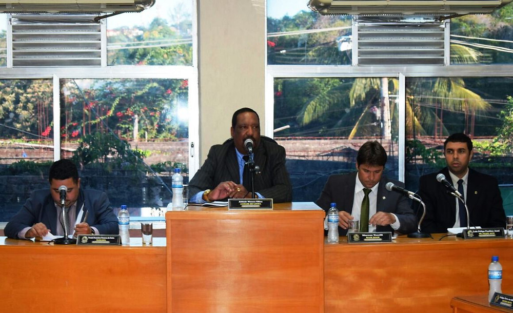 Frank Costa (SD), Aldair de Linda (PT), Marcus Bambam (PV) e Felipe Auni (PSD) formam a mesa diretora da Câmara Municipal de Maricá - foto divulgação/Adriana Reis