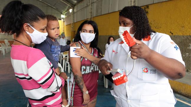 Comunidade Nova Brasília em Niterói recebe ação social