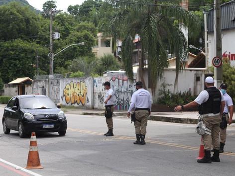 Barreiras impedem entrada em Camboinhas e nas praias da Região Oceânica de Niterói
