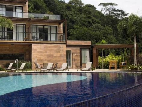 Deboche: governador num luxuoso spa e servidores passando necessidades