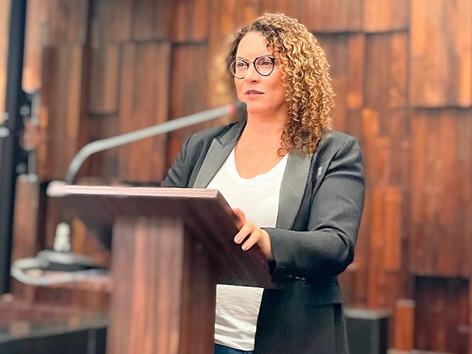 Deputada Zeidan protocola PL que proíbe autoatendimento nos postos de combustíveis