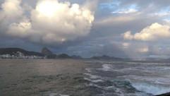 Baixa pressão no mar provoca chuva no Rio de Janeiro