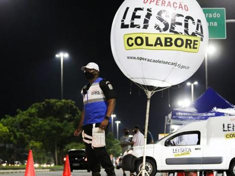 Motorista atropela PM numa blitz da Lei Seca e foge de hospital em Niterói