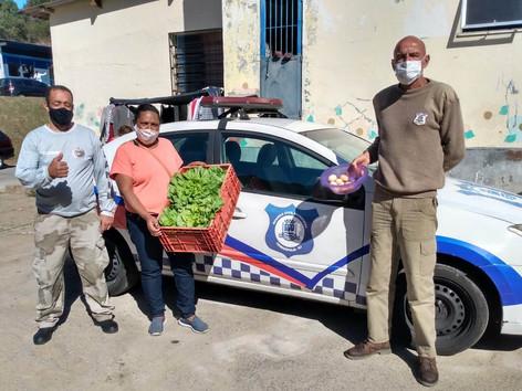Asilo e Sopão recebem hortaliças e ovos produzidos no Horto Municipal de Teresópolis