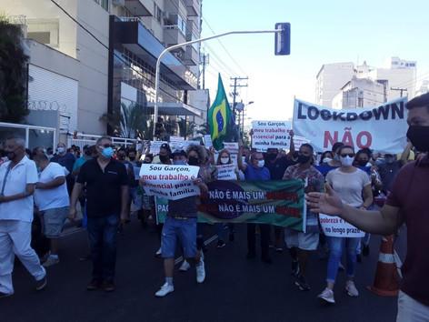 Manhã em Niterói teve manifestações contra medidas restritivas de combate a Covid-19
