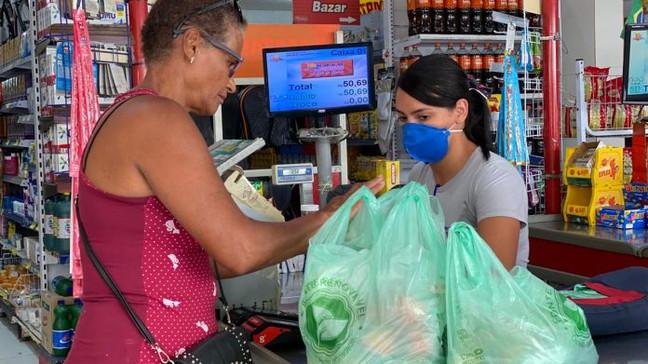 Comércio de Maricá está proibido de cobrar sacolas biodegradáveis